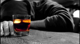 La OMS pide a los gobiernos que redoblen sus esfuerzos para prevenir las defunciones y las enfermedades relacionadas con el alcohol