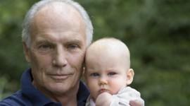 Reloj Biológico en hombres: riesgos de la paternidad tardía