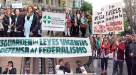 NOTA DE TAPA: Multitudinario abrazo a la Corte Suprema en defensa de la farmacia como establecimiento de salud
