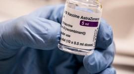 La Agencia Europea de Medicamentos dictaminó hoy que los beneficios de la Vacuna COVID-19 AstraZeneca aún superan los riesgos a pesar del posible vínculo con trombosis